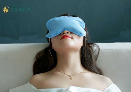 Bấm mí mắt có bị sưng không? 5+ Cách giảm sưng hiệu quả 5