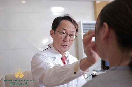 Có nên cắt da thừa mí mắt? Chuyên gia thẩm mỹ hàng đầu giải đáp 1