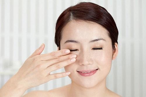 6 Cách giảm sưng sau khi cắt mí mắt hiệu quả cho mắt mau lành Ko đau 6
