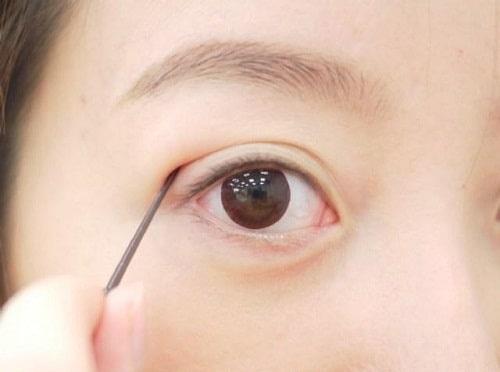 Mắt mí lót là gì? Con trai, con gái mắt mí lót nói lên điều gì về tính cách? 4